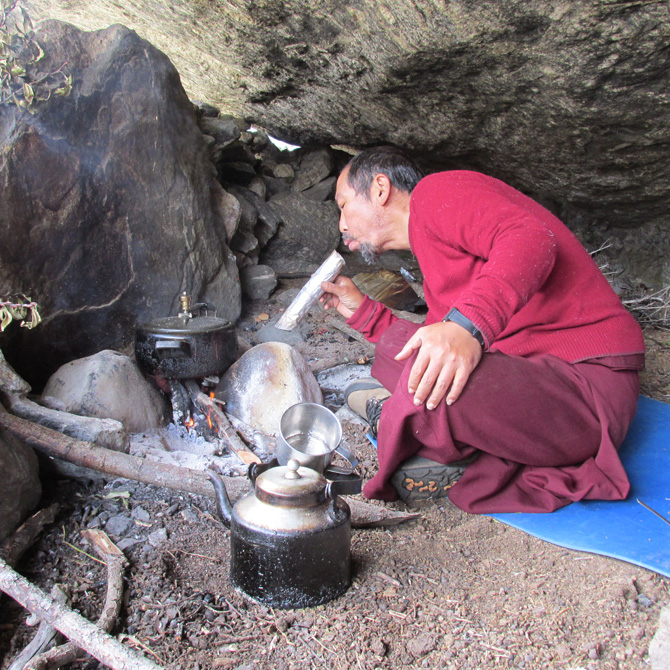 lama-tashi-cooking